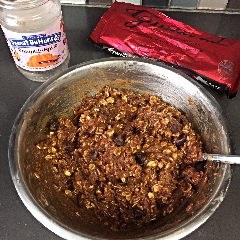 vegan gf  pumpkin spice peanut butter oatmeal cookies